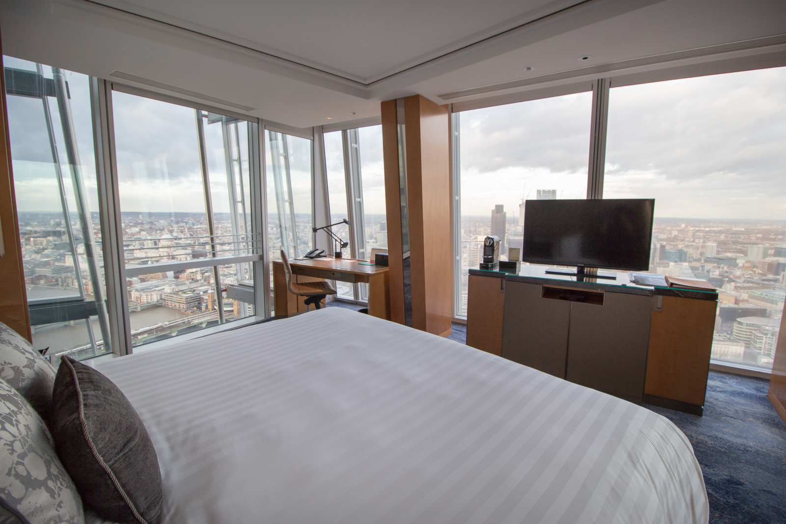 shangri-la at the shard hotel review blog London iconic city view room